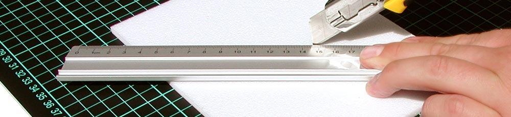 Schneidematte Modellbau Lineal und Cutter